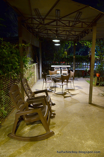 halfwhiteboy - ted's kitchen, sta cruz, laguna 06