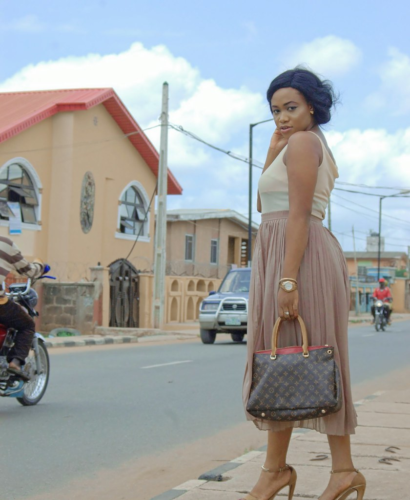 How to style beige, Summer 2017, Nude outfit, hm skirt, streetstyle fashion, Lagos streetstyle, Lagos streetstyle blogger, lagos blogger, nigerian blogger, fashion blogger 2017, pleated skirt, how to style pleated skir (3)