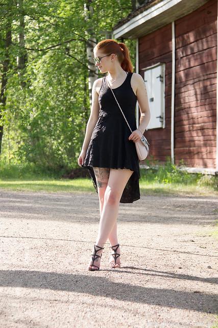 OOTD Poizen Industries Lace dress pitsimekko Guess Korkokengät Heels Cobblerina Bag Bloggerstyle Fashion muoti tyyli lifestyle blogi bloggaaja