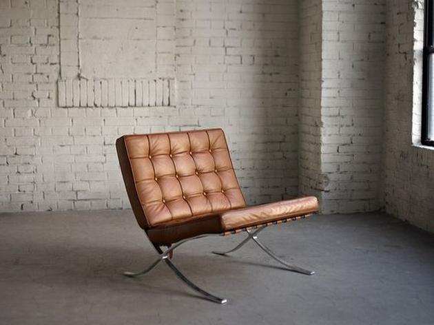 Một chiếc ghế được thiết kế bởi KTS Mies Van de Rohe. Ngôn ngữ đơn giản của nó như đi ngược lại những chiếc ghế kiểu cách tân cổ điển.