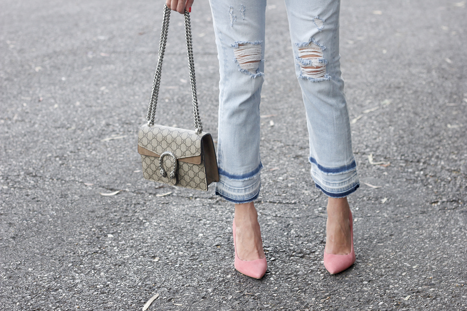 striped shirt jeans gucci bag uterqüe earrings pink heels accessories style outfit14