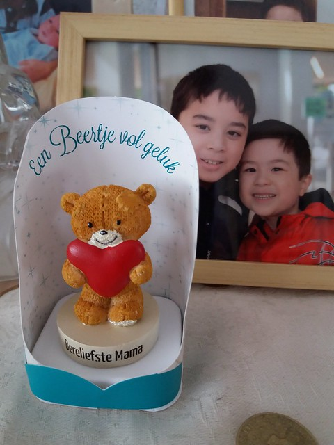 A gift from Jason.  I gave him 5 Euro for him to buy something he want. He went to Den haag for school trip. He bought me this cute bear instead of buy something for himself
