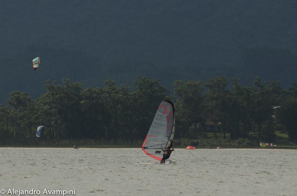 Windsurf en la lagoa de Ibirqueraibirasurf