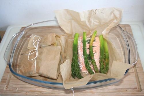41 - Lachs aus dem Ofen nehmen / Take salmon from oven