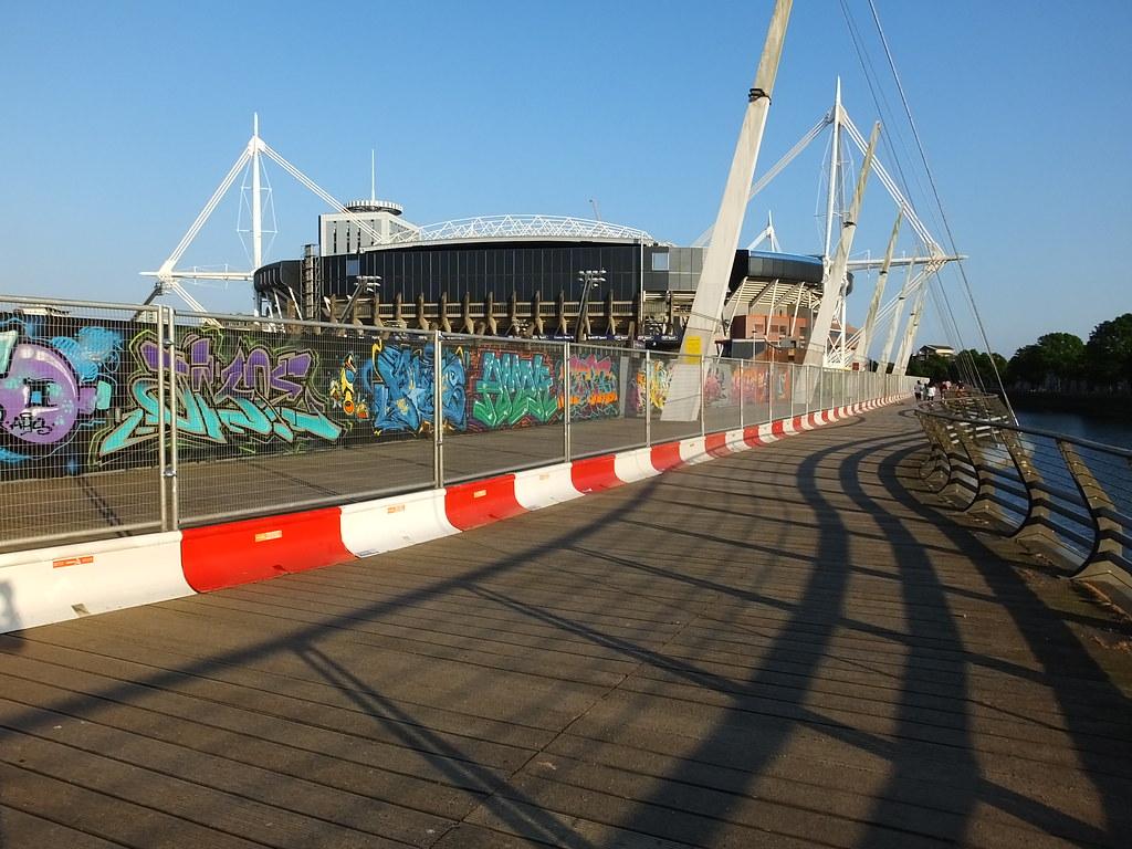 Millennium Walkway repainting