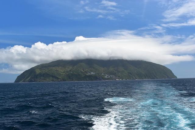 橘丸から見る御蔵島