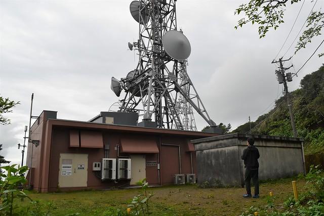 八丈島・三原山 山頂の無線中継所