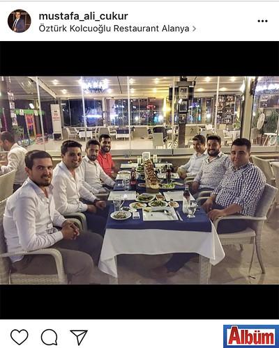 Mustafa Ali Çukur, Yunus Akıllı'nın Kolcuoğlu'nda verdiği iftar davetinden bu fotoğrafı paylaştı.