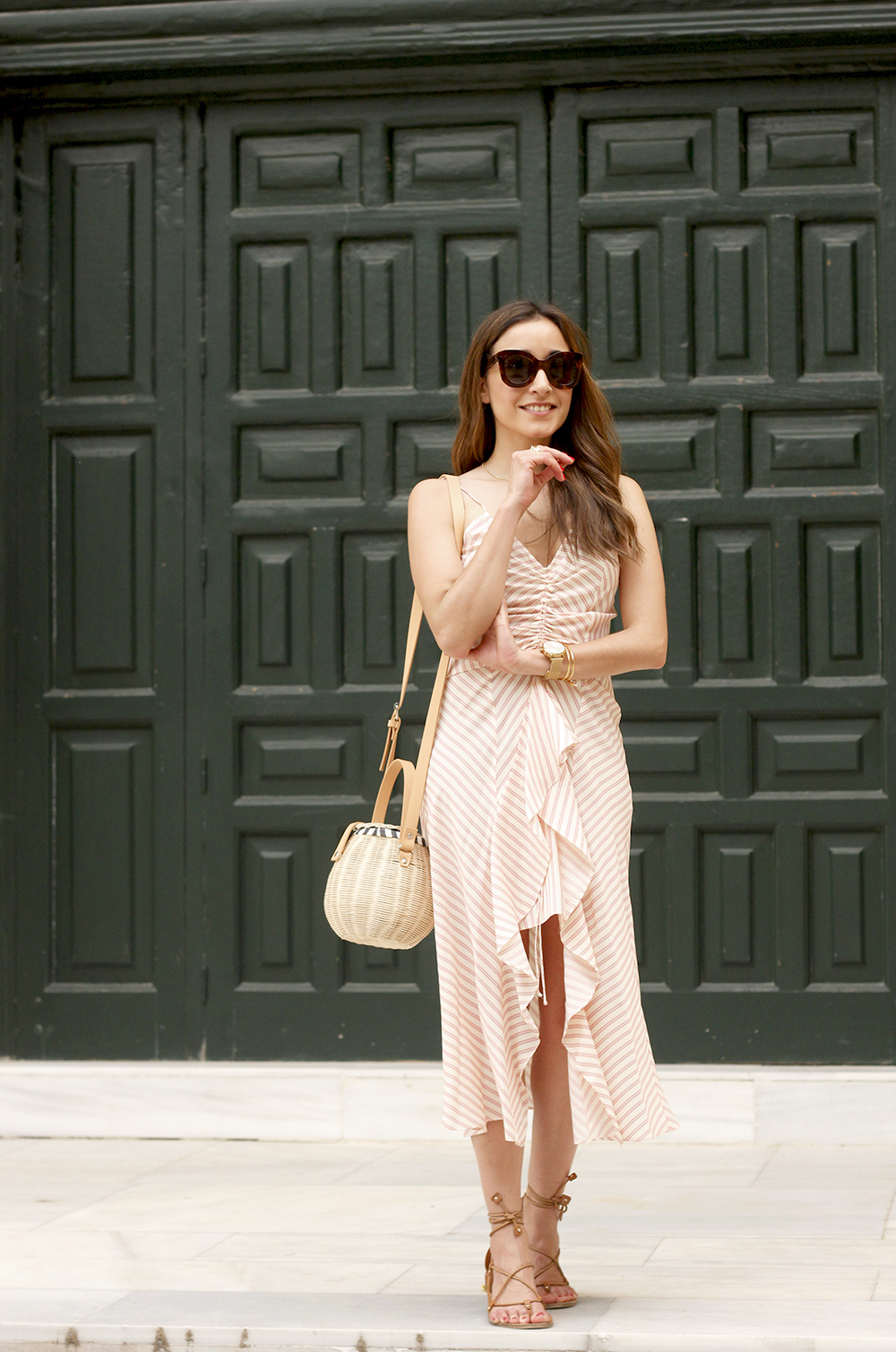Perfect dress for summer flat sandals wicker bag céline sunnies style fashion outfit01