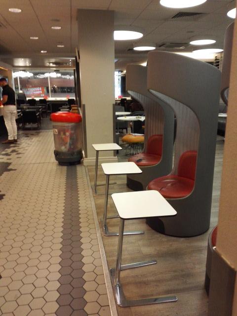 ユーストン駅ファーストラウンジ Euston station first class lounge
