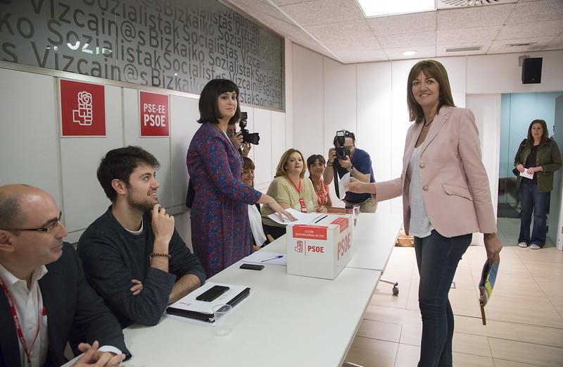 Idoia Mendia vota a las primarias del PSOE