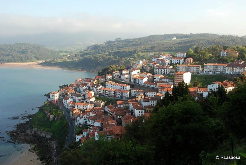 Vista de Lastres desde la ermita de San Roque