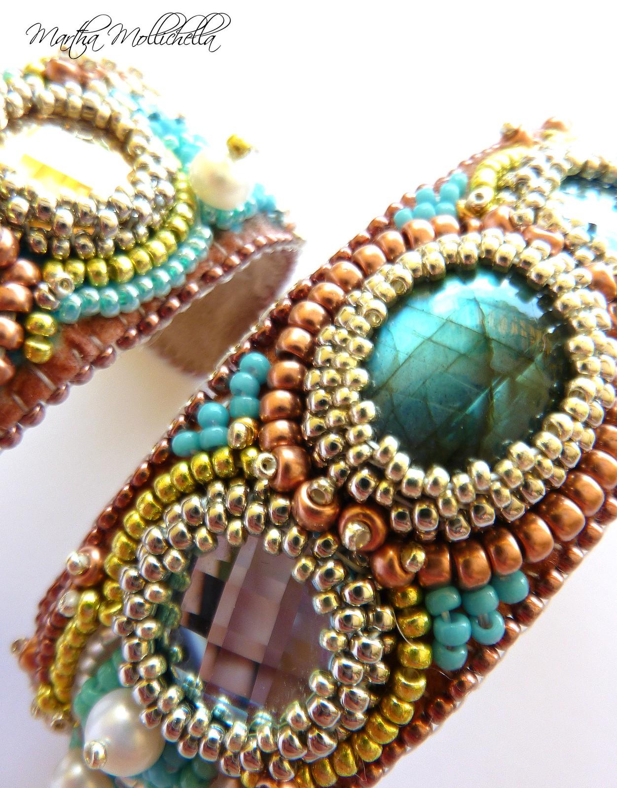 bracciali ricamati a mano bead embroidery bracelet by Martha Mollichella Handmade Jewelry