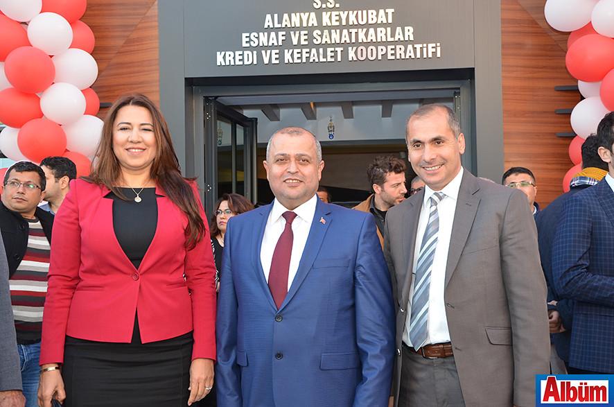 İl Ticaret Müdürü Seval Dizerkonca'da açılıştaydı.