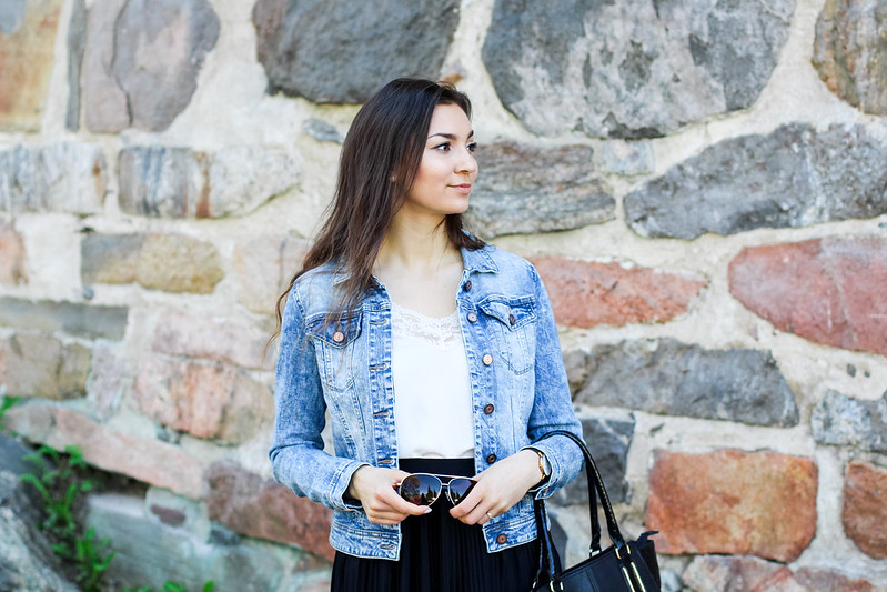 black pleated skirt outfit 5