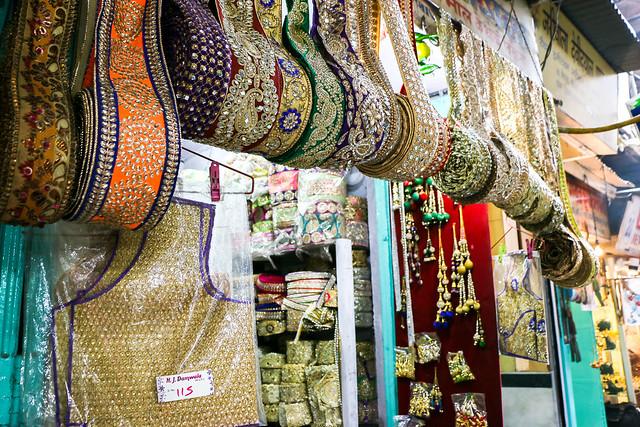 Gorgeous sequined ribbons in bazaar, Old Delhi, India オールド・デリー ゴージャスなスパンコール付きリボン
