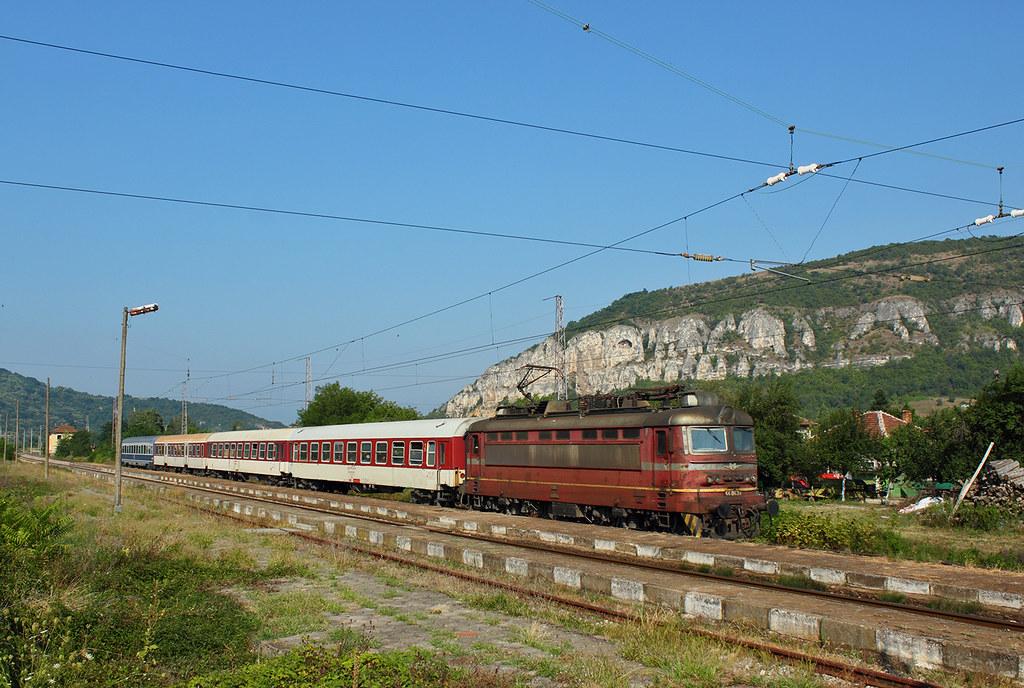 Train 460 Sofia Bucharest Three Bdz And One Cfr Car Ha Flickr