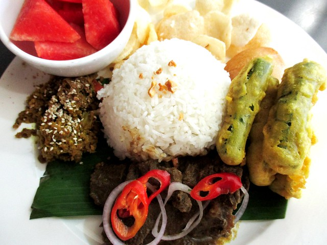 Cafe Cafe Giant beef rendang rice set