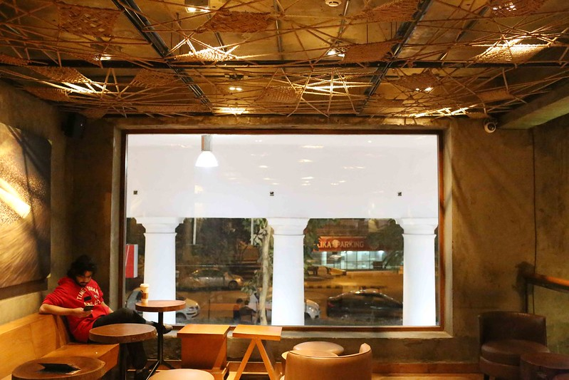 100 Things To Do Before You Quit Delhi – Hang Out in CP Starbucks at Midnight, N-Block, Connaught Place