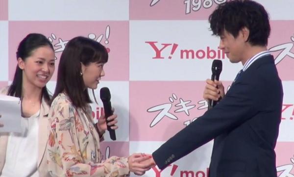 桐谷美玲が斎藤工に「手を握り、見つめて『斎藤先輩、すてきです』と語りかける