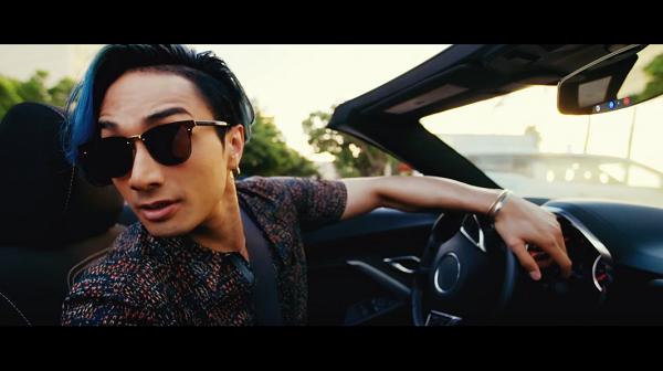 EXILE THE SECOND「Summer Lover」のミュージックビデオでケンチが乗ってる青いオープンカーの車名は?
