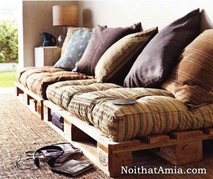 Tự đóng sofa gỗ kiểu truyền thống có các khoang trống để đồ tiện dụng