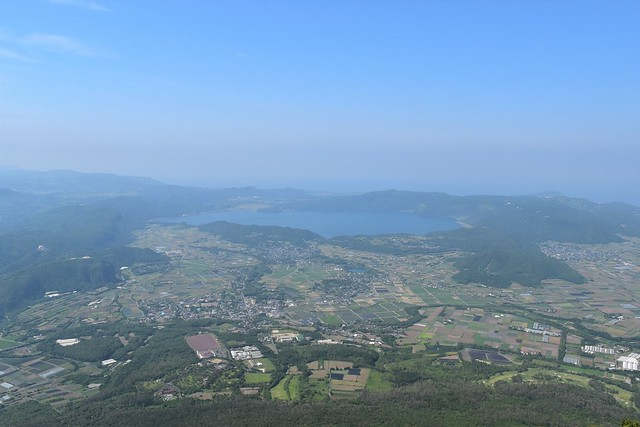 開聞岳山頂から眺める池田湖