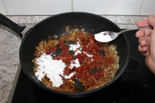 37 - Mehl einstreuen / Intersperse flour