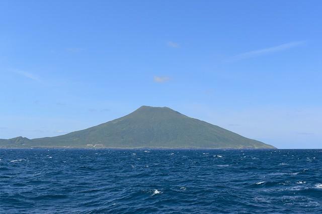 海から見る八丈富士