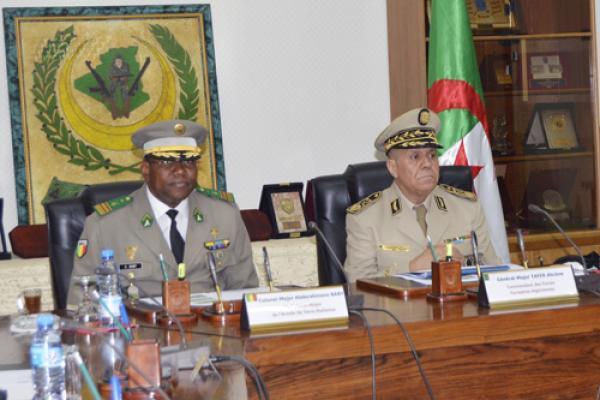 الجزائر : صلاحيات نائب وزير الدفاع الوطني - صفحة 14 34740539692_33da202397_o