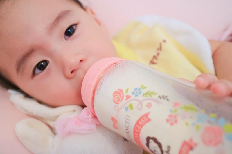 【育兒】小獅王辛巴 * 蘿蔓晶鑽寬口玻璃大奶瓶 – 只想給小樂最好的!