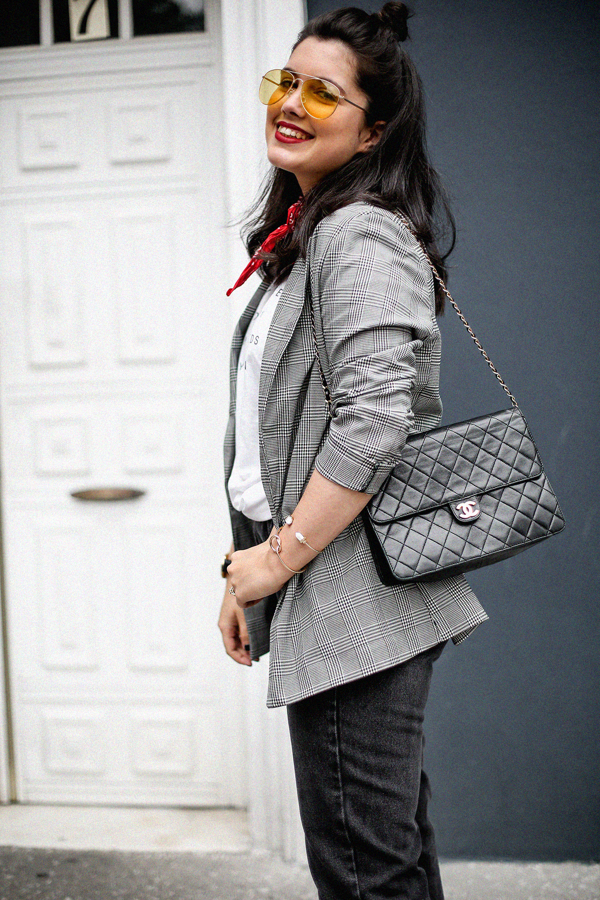 blazer-gris-cuadros-bershka-bandana-roja-mom-jeans-myblueberrynightsblog4