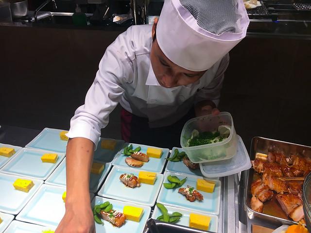 TOUAN Yakitori & Robata - Arranging the appetizer