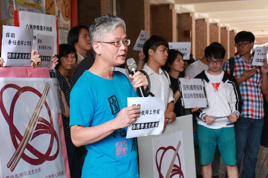 世新大學社發所的專任教師陳信行也前來聲援。(高教工會提供)