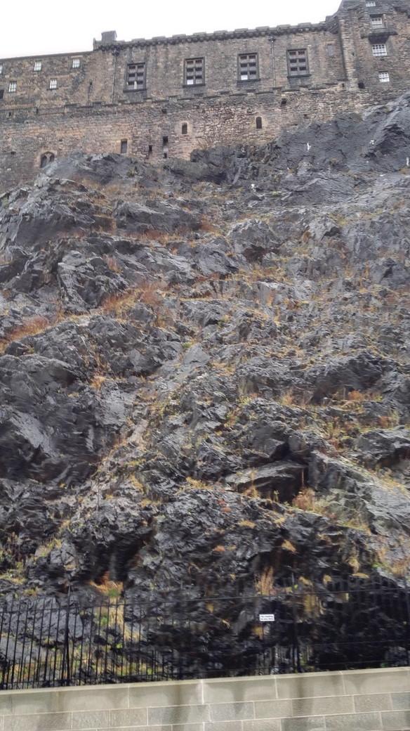 エディンバラ城の切り立った崖 スコットランド