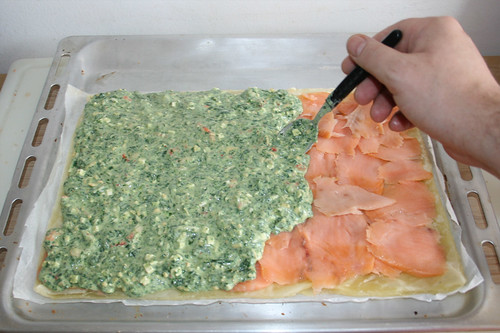 02 - Spinatmasse auftragen / Add spinach mix
