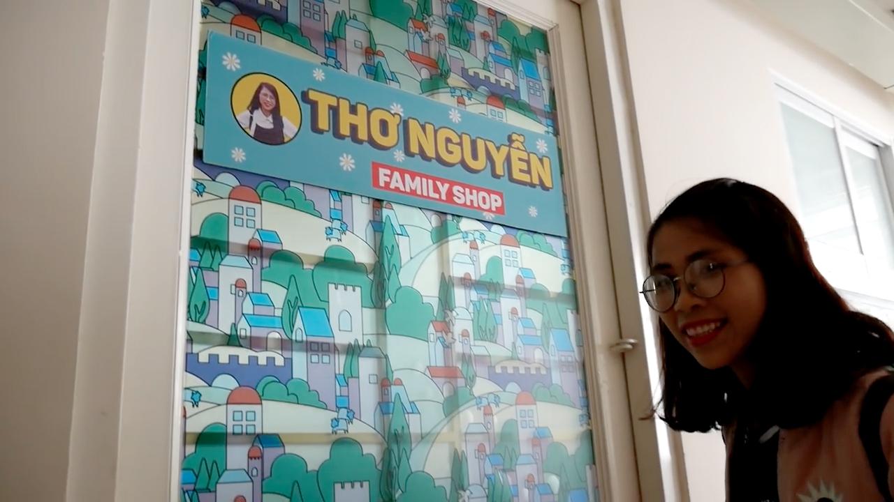 Youtuber Thơ Nguyễn mở hẳn shop kinh doanh các sản phẩm đồ ăn được giới thiệu trong video (Ảnh: Thơ Nguyễn)