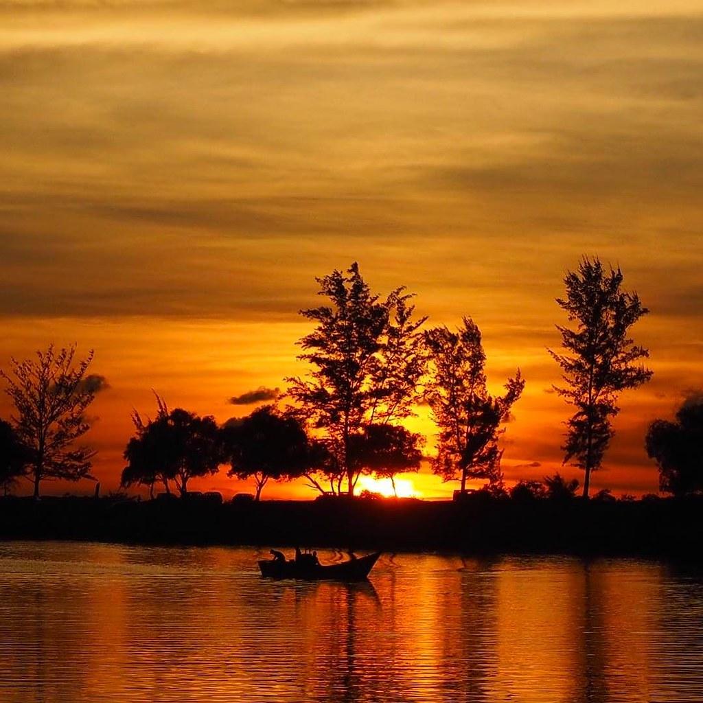 auringonlasku Borneolla