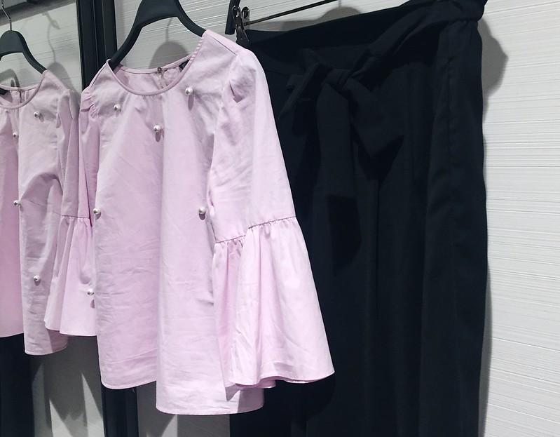 LightPinkBlouseBlackCulottesZaraClothes,LightPinkBlouseBlackCulottesZaraOutfit, zara, helsinki, outfit, asu, summer, kesä, spring, kevät, fashion, muoti, shopping, clothes, vaatteet, blouse, pusero, housuhame, culottes, light pink blouse, vaaleanpunainen pusero, shoes like candy, espadrilles, bow, ruffle blouse, röyhelö paita,