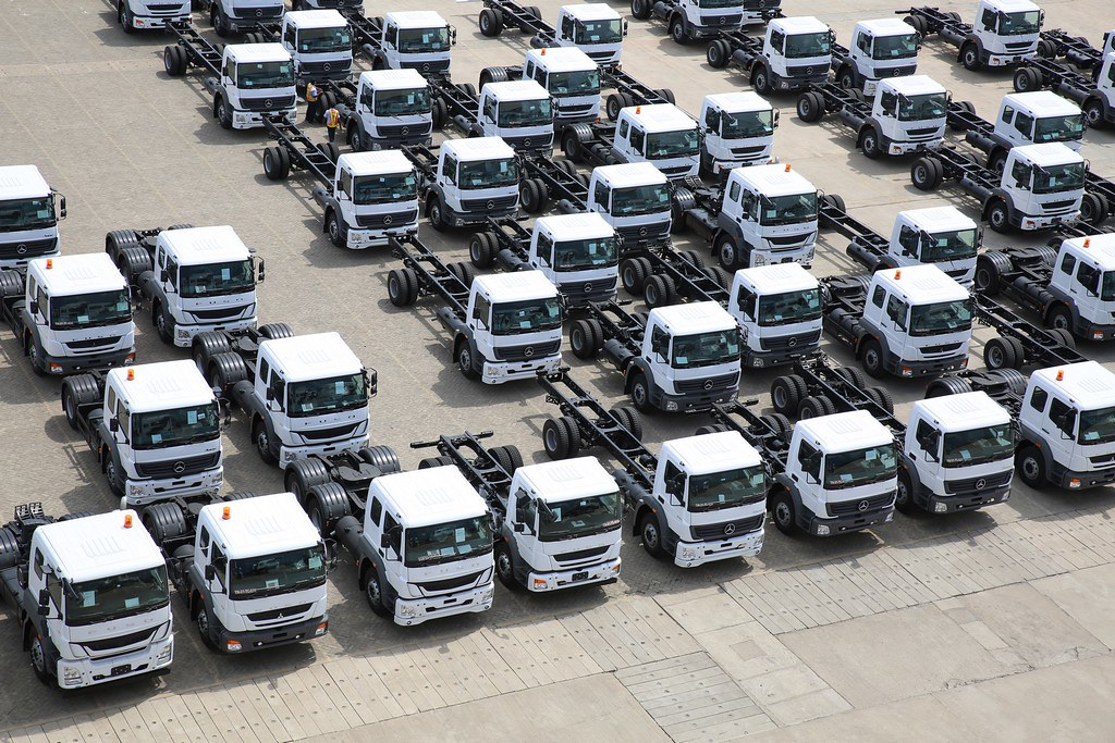 Daimler-India-Truck-Export-Milestone (3)