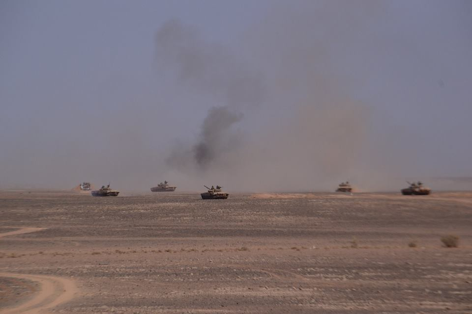 صور دبابات قتال رئيسية الجزائرية T-72M/M1/B/BK/AG/S ] Main Battle Tank Algerian ]   - صفحة 4 33979189584_334b94d2f0_o