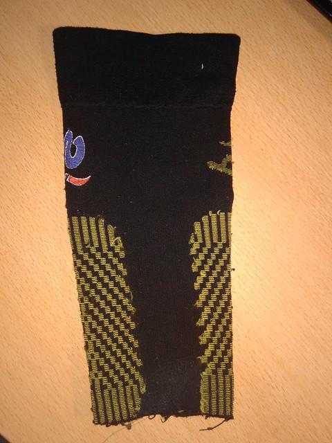 Reutiliza tus calcetines de compresión usados y conviértelos en pantorrillera