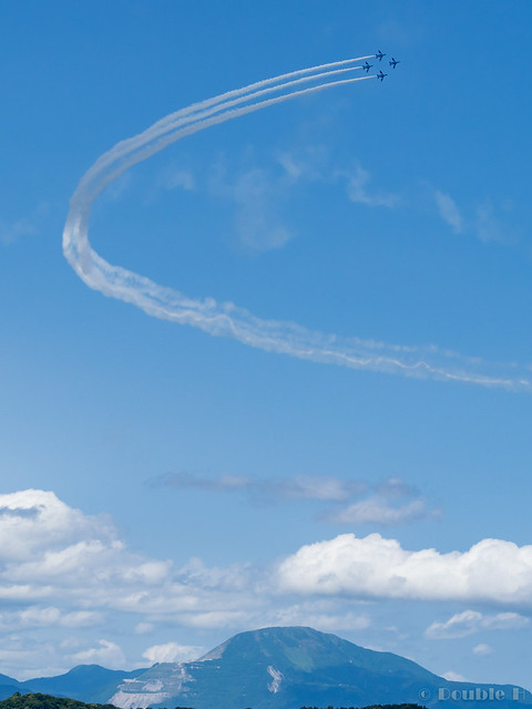 Blue Impulse's rehearsal flight for the 410th anniv. of Hikone Castle (29) Diamond 360 Turn