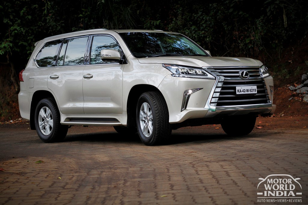Lexus-LX-450d-Tracking-Shots (2)