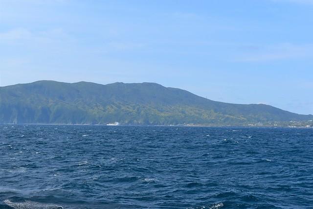 海から見る三原山