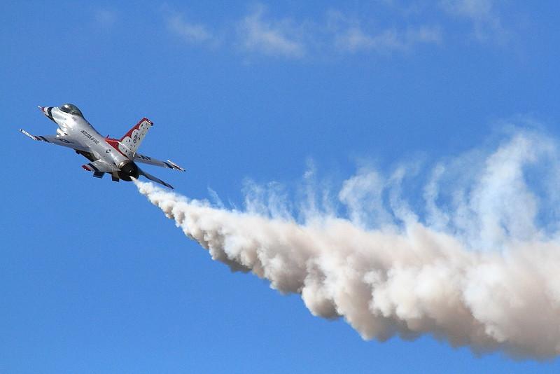IMG_1381 Thunderbirds, Los Angeles County Air Show