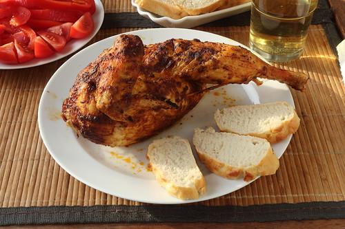 Brathähnchen (Kikok) mit frisch gebackenem Baguette