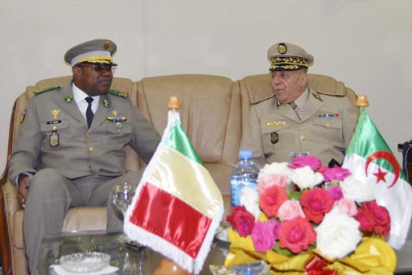 الجزائر : صلاحيات نائب وزير الدفاع الوطني - صفحة 14 34863475926_6ec8fe67bf_o