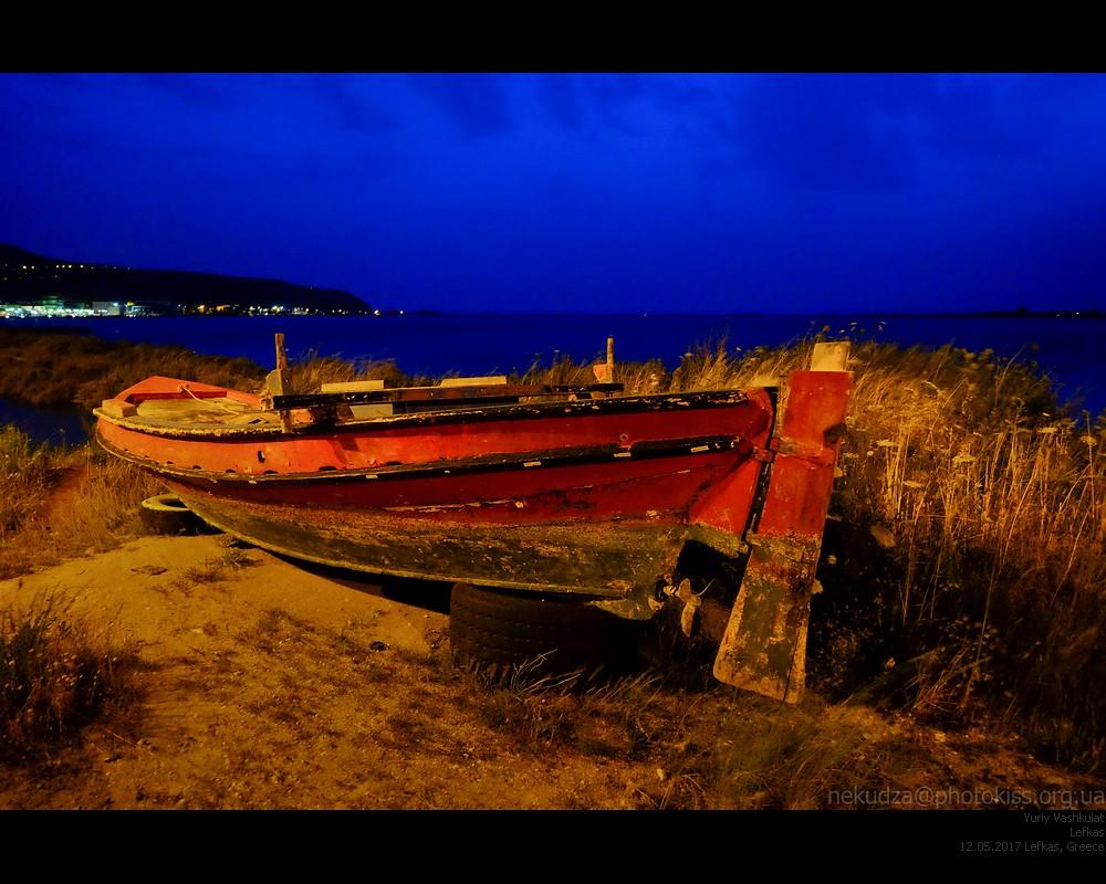 lefkas_night_boat