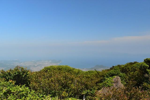 空が近い開聞岳の山頂